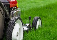 A lawn mower which can adjust the lawn cutting heights