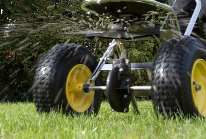 Spreading lawn fertiliser