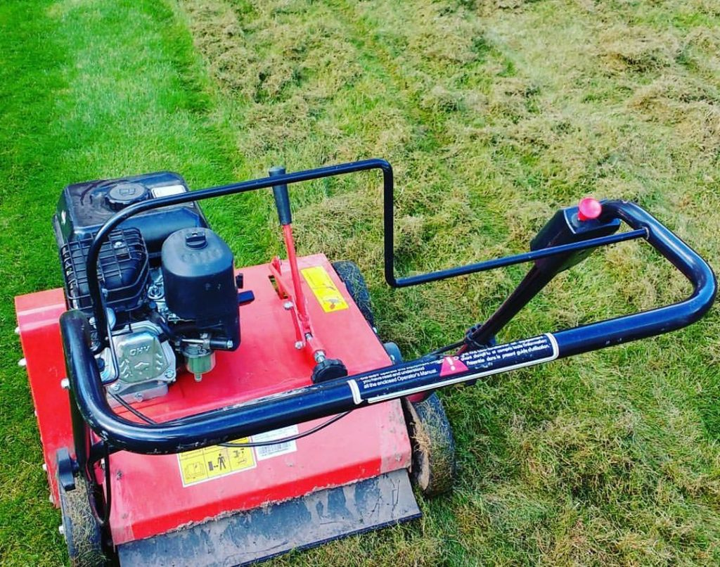 Can you scarify a lawn when it is wet?